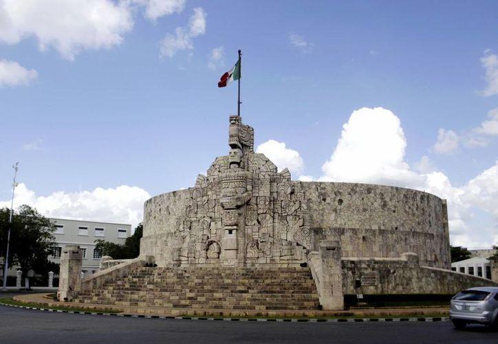 El Monumento a la Patria, obra emblemática de la capital yucateca, denota deterioro por falta de mantenimiento, denuncia el Patronato del Centro Histórico de la Ciudad de Mérida. (Christian Ayala/SIPSE)