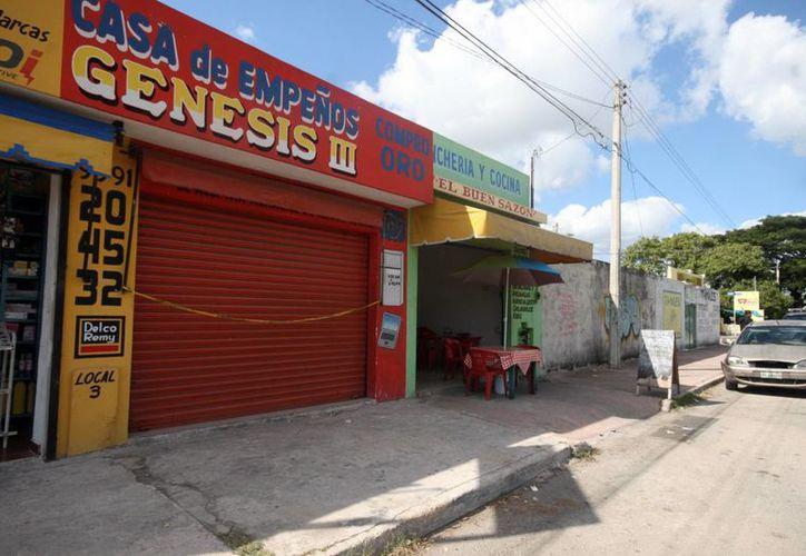 Antes de saquear una casa de empeños en Xoclán, los delincuentes robaron en un negocio contiguo. (Milenio Novedades)