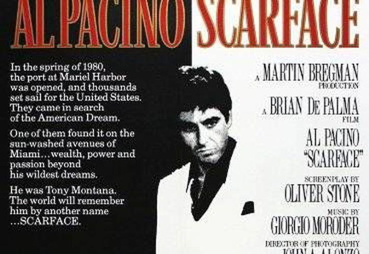 Cartel de la película <i> Scarface (Cara cortada)</i>, dirigida por Brian de Palma en 1983, filme que colocó la carrera de Al Pacino en la cima. (imdb.com)</i>