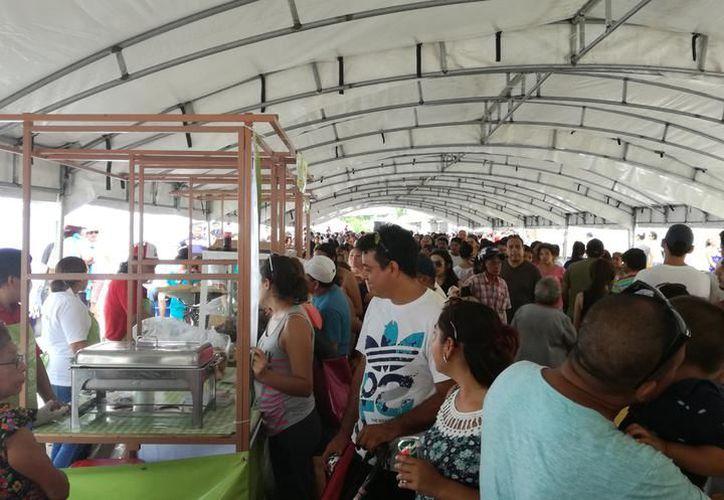El Festival de la Chicharra rebasó las expectativas incluso de los vendedores, ya que muchos clientes se quedaron sin degustar de esta sabrosa comida.  ante la fuerte demanda. (Milenio Novedades)