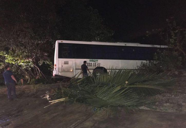 El accidente se registró a la altura del hotel Holiday Inn, en la zona hotelera. (Eric Galindo/SIPSE)