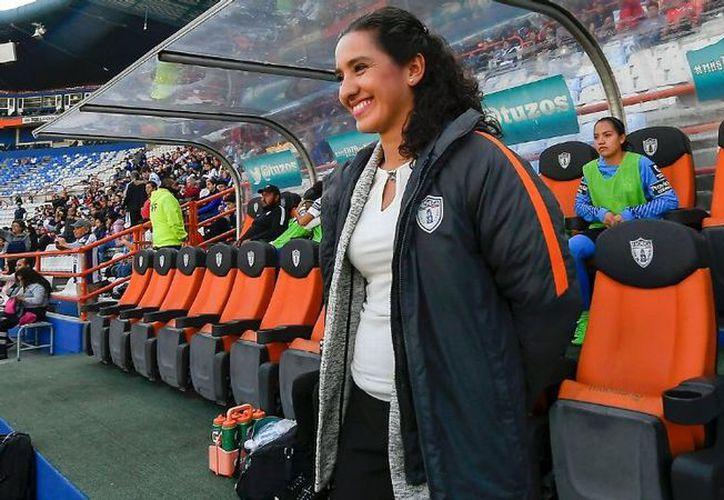 Eva Espejo fue elegida por la Concacaf como mejor entrenadora de futbol femenil. (Foto: ESPN)