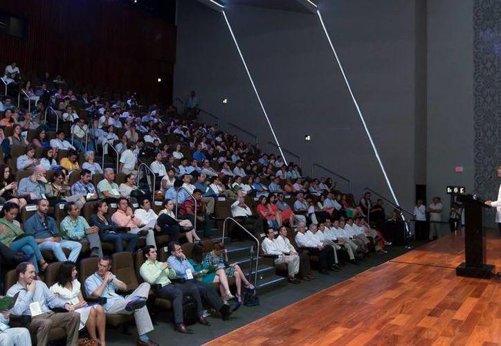 El Gobernador del Estado abrió el ciclo de conferencias en el FLII 2014. (Milenio Novedades)