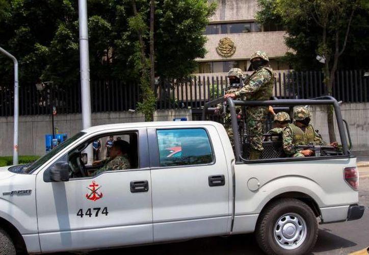 Miembros de la Marina arrestaron a dos sujetos en la colonia Hipódromo Condesa del DF por servir como enlaces entre los carteles de Los Caballeros Templarios y de los Beltrán Leyva. (Notimex/Foto de archivo)