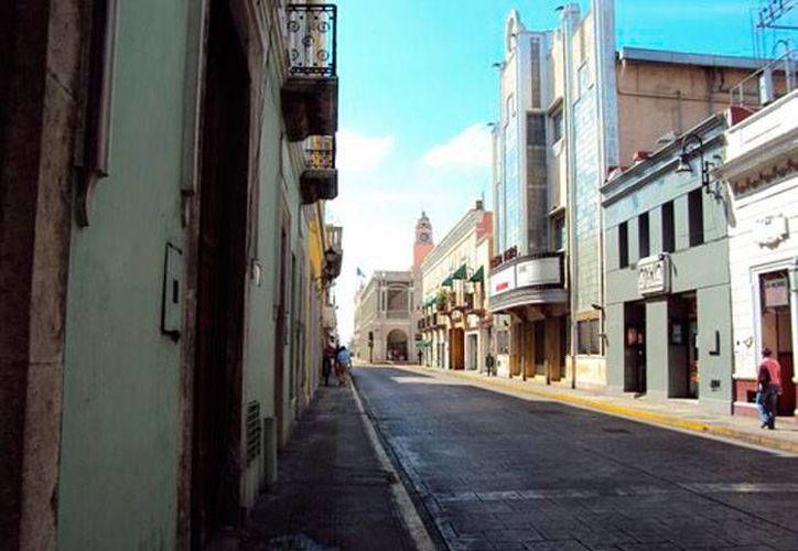 La esquina de las calles 62 y 59 del centro de Mérida tiene manifestaciones paranormales porque, según los policías, hace algunos años murió ahí una niña a la que atropellaron. (Jorge Moreno/SIPSE)