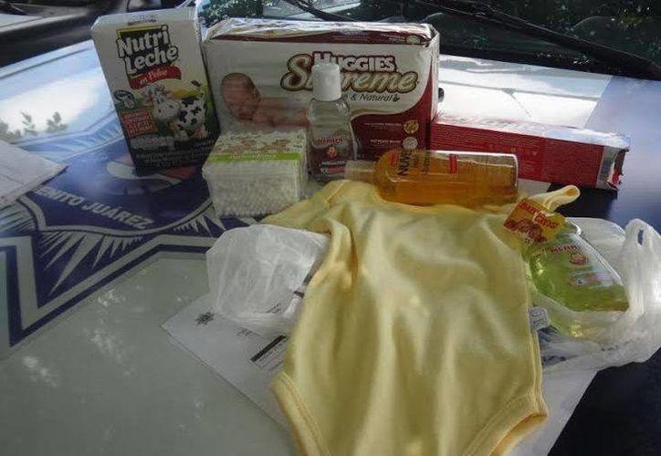 Los productos que intentó llevarse la mujer sin pagar. (Redacción/SIPSE)