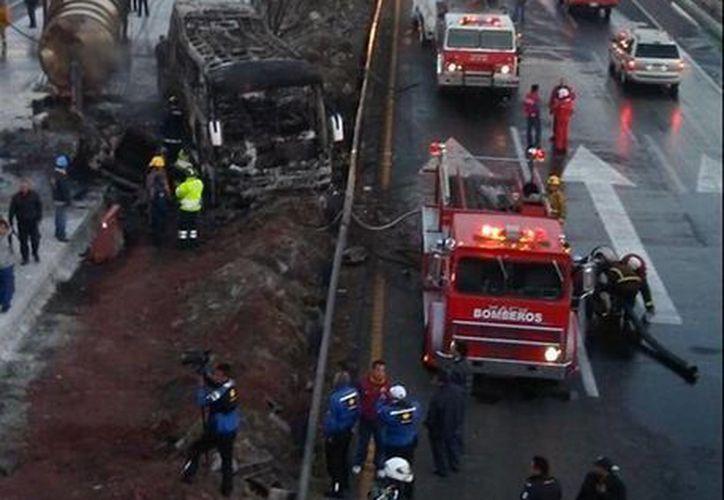 El accidente se registró en el kilómetro 55 de la vía México-Querétaro. (twitter.com/Milenio)