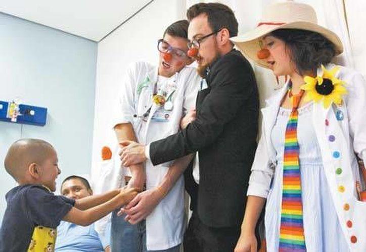 Patotas, Bigotes, Confetti, Ulala, Minnie Slim, Peke y Duha son los doctores encargados de llevar alegría y buen humor a niños que enfrentan dolorosas terapias en el Centro Médico Nacional (CMN) 20 de Noviembre del Issste. (Milenio)