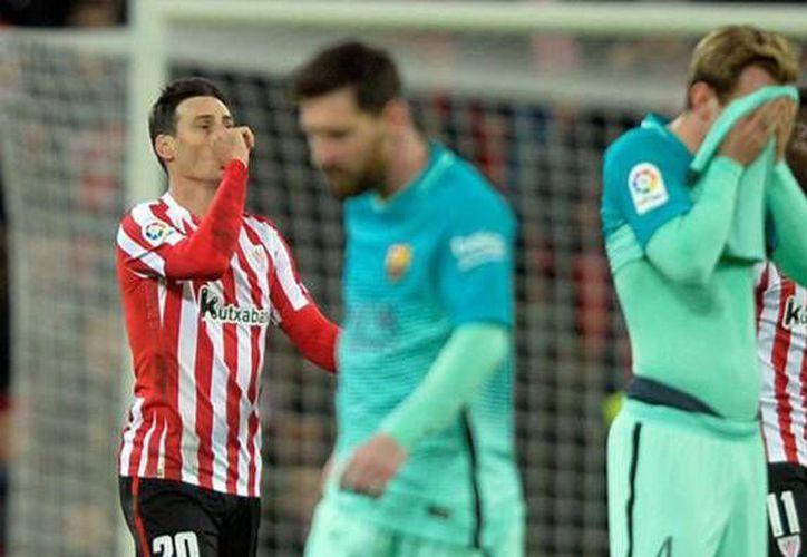 El Athletic aguantó su ventaja 2-1 sobre Barza hasta el final, pese a las expulsiones de Raúl García e Iturraspe. (foto tomada de marca.com)