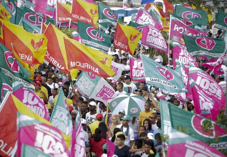 José Domingo Arias, candidato oficialista, tiene una leve ventaja sobre sus contrincantes. En la imagen, una manifestación en su apoyo. (AP)