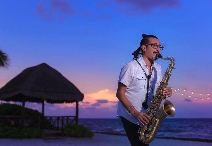 Fito Raygoza, saxofonista del cuarteto, dijo que ellos abrirán la temporada de jazz. (Faride Cetina/SIPSE)