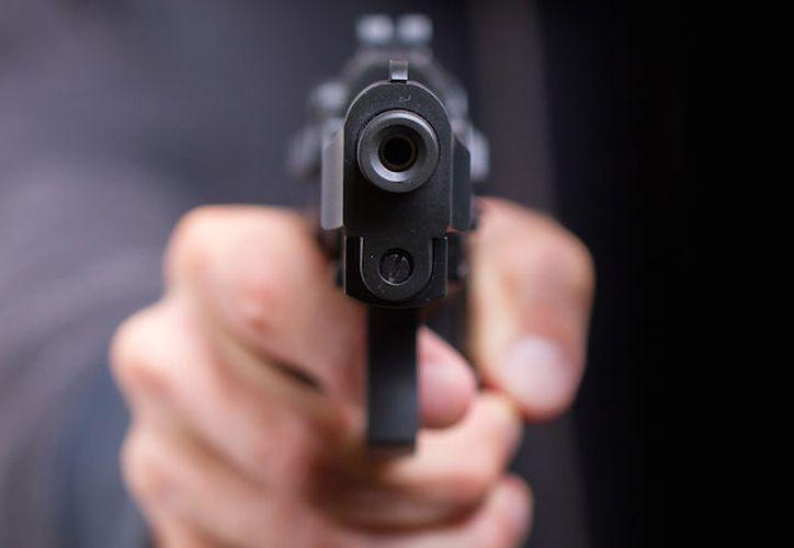 El compañero de trabajo de la víctima le disparó en tres ocasiones y huyó. (Contexto)