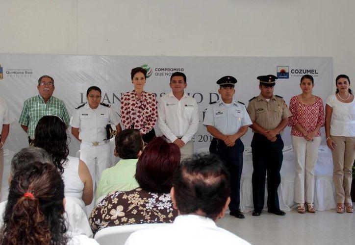En ceremonia cívica se destacó la participación de la mujer en la sociedad. (Cortesía/SIPSE)