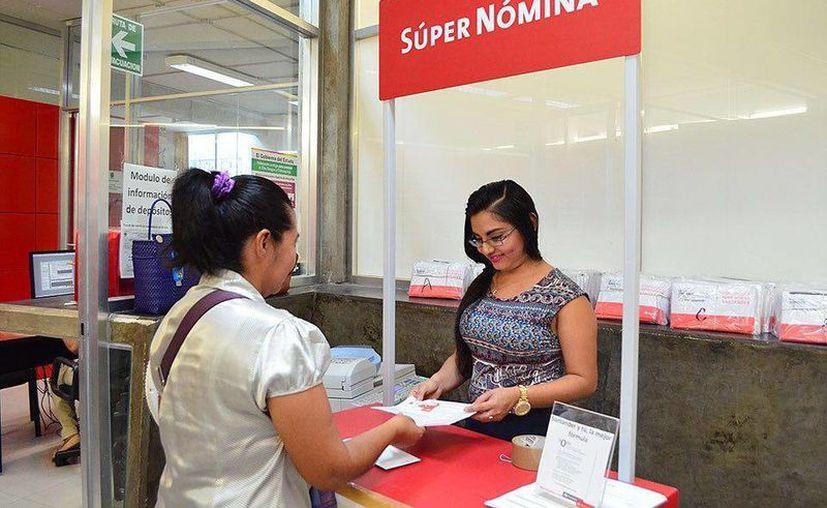 Los beneficiarios se pueden afiliar a los bancos en los módulos que se encuentran en el edificio del Fondo Auxiliar, en Mérida. (Milenio Novedades)