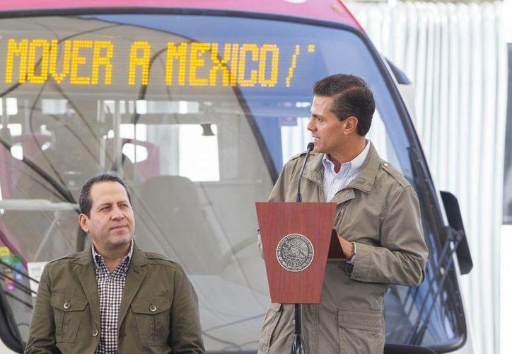 Al encabezar la inauguración de la Línea 2 del Mexibús, Peña Nieto aseguró que es 'un hijo del Estado de México que sirve a todo México'. (Presidencia)