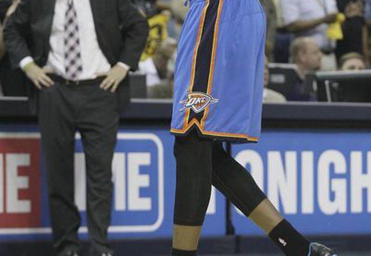 Kevin Durant, del Thunder de Oklahoma City, sale de la cancha en el cuarto partido por la semifinal de la Conferencia del Oeste de la NBA contra los Grizzlies de Memphis. (Agencias)