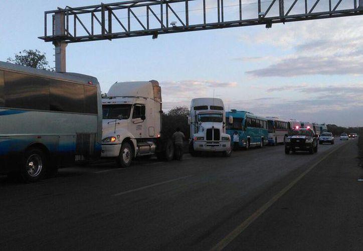 Distintas organizaciones de transporte han bloqueado carreteras del país por el aumento de la gasolina. (Daniel Sandoval/SIPSE)