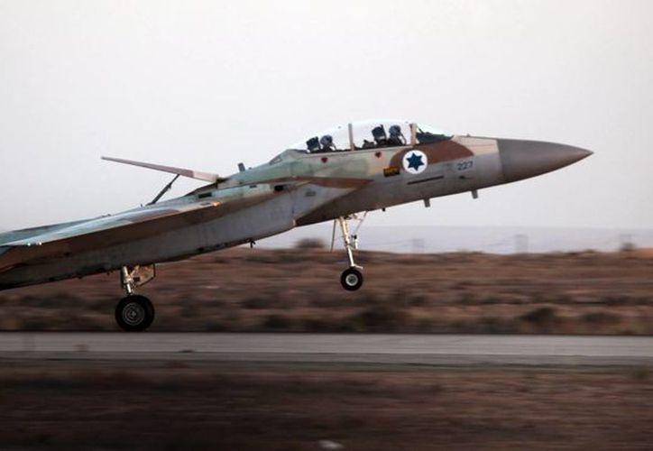 Un cazabombarderos F15I de la fuerza aérea israelí despega de la base aérea de Beersheva, Israel. (EFE/Archivo)