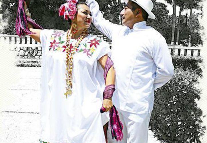 El tono blanco es el común denominador de la vestimenta de la jarana en hombres y mujeres, en ambos casos el atuendo es de gala. (Milenio Novedades)