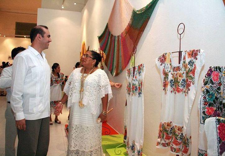 Entrega de premios y exposición en el teatro José Peón Contreras. (SIPSE)