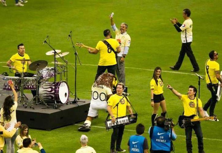 La banda 'Matute' interpretó el nuevo himno del América, el pasado sábado, antes del inicio del duelo entre Águilas y Xolos. (Captura de pantalla)