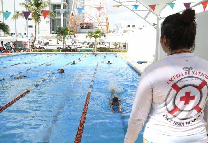 Durante las actividades se trataron temáticas teóricas de seguridad acuática. (Tomás Álvarez/SIPSE)