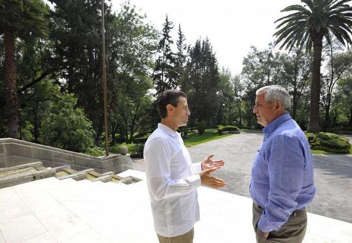 Los presidentes de México, Enrique Peña Nieto (i) y Guatemala, Otto Granados, reunidos el 17 de julio de este año. (presidencia.gob.mx)