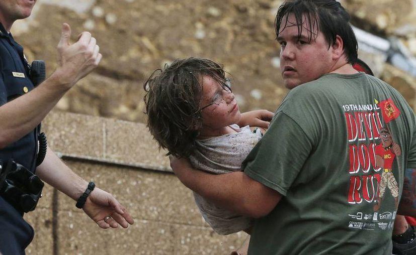 Los pequeños rescatados dijeron que los profesores los protegieron con sus cuerpos. (Agencias)