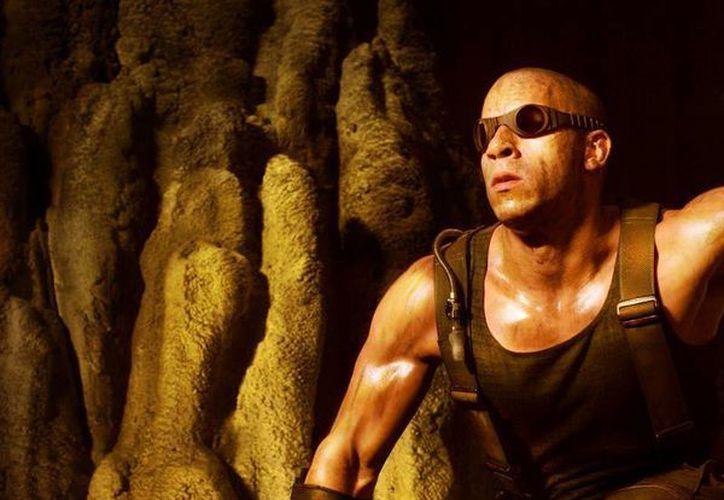 La película protagonizada por Vin Diesel, como un delincuente con visión nocturna, recaudó 18.7 mdd en su primer fin de semana. (Facebook oficial)