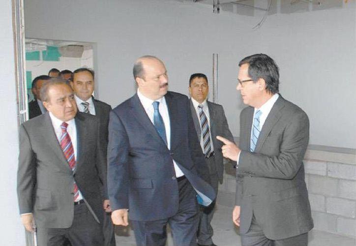 César Duarte dialoga con Roberto Campa. (Milenio)