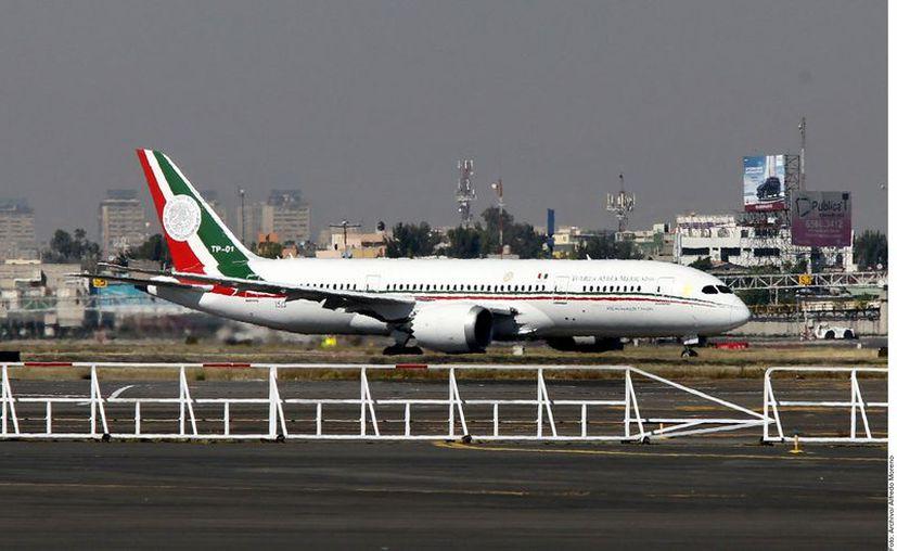 El Presidente informó que están en una etapa de revisión del avión TP-01 para que pueda ser comercializada en buenas condiciones. (Agencia Reforma)