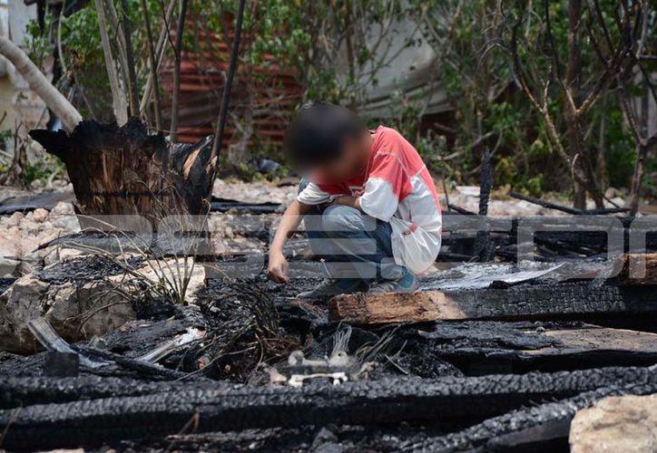 Cuatro familias perdieron sus bienes tras el fuego provocado. (Victoria González/ SIPSE)
