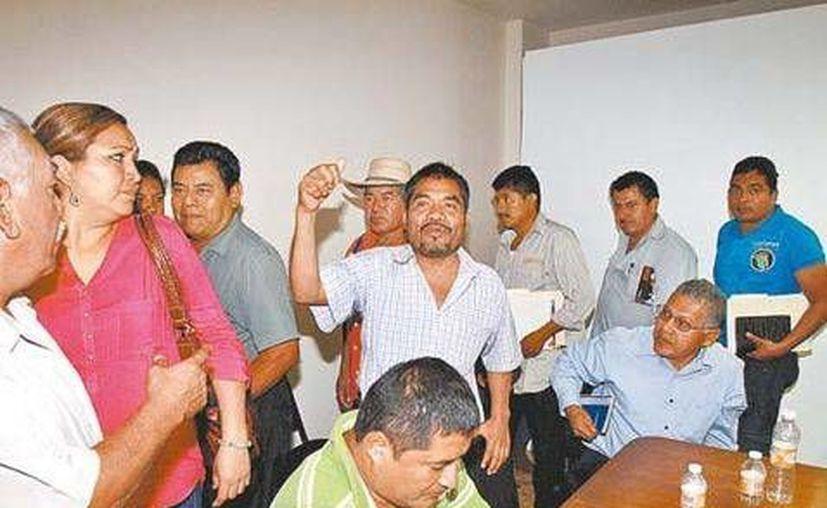 Integrantes de la Policía Ciudadana se reunieron con autoridades estatales. (Jorge Carballo)