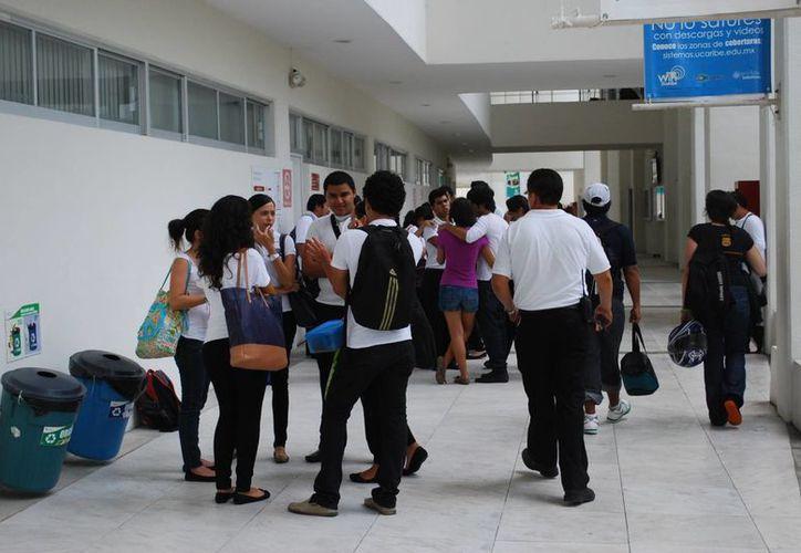Los universitarios piden que el rector concluya con su período frente a la institución. (Foto de Contexto/Tomás Álvarez/SIPSE)