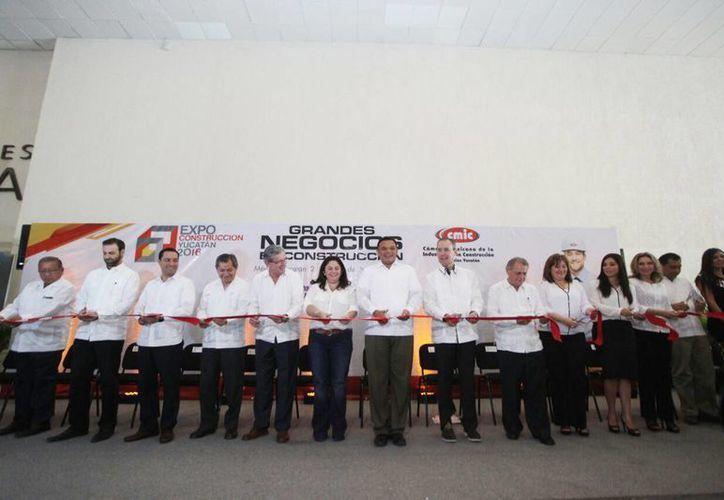 El Gobernador de Yucatán y diversas autoridades realizaron el corte de listón inaugural de la Expo Construcción Yucatán 2016. (Amílcar Rodríguez/Milenio Novedades)