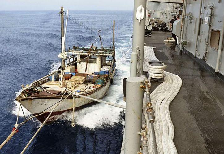 Buque pesquero de Sri Lanka, que había sido secuestrado por piratas somalíes. (EFE/Archivo)