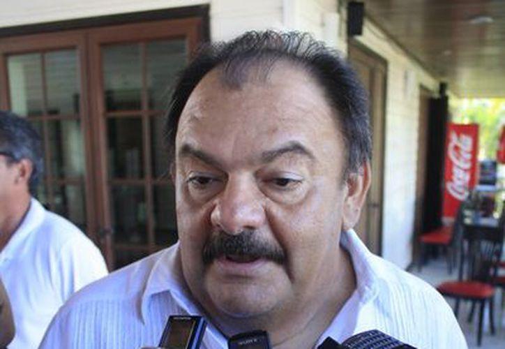 """""""La dinámica siempre la pone el presidente municipal, si él lleva un medio ritmo, pues todos trabajan así"""", abundó Espinosa Abuxapqui. (Harold Alcocer/SIPSE)"""