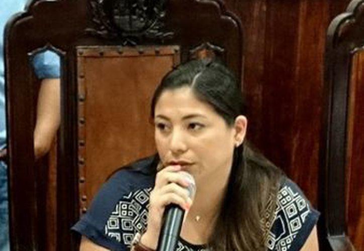 A nombre del PRI, la regidora Marisol Gómez García, se solidarizó con el alcalde Renán Barrera Concha por la muerte de su tío abuelo. (Cortesía)