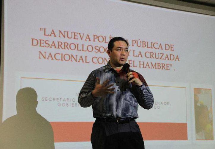 El titular de la Sedesi, Ángel Rivero Palomo, fue el conferencista. (Cortesía/Uqroo)
