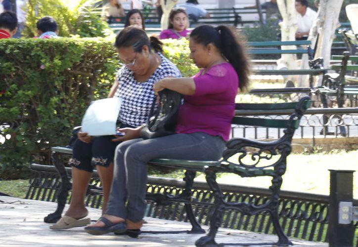Muchas mujeres que trabajan no tienen tiempo para estar con sus hijos. (Foto: Milenio Novedades)