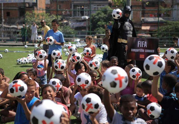 A pesar de que la FIFA ofrece 300 mil boletos con descuento, el precio es muy alto. (Foto: Archivo/Agencias)