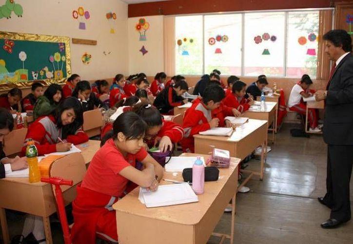 La educación básica en México sufrirá cambios para el próximo año, ya que la SEP anunció que se implementará un nuevo modelo con el fin de reforzar los conocimientos del español, de las matemáticas y del idioma inglés. (Archivo Notimex)