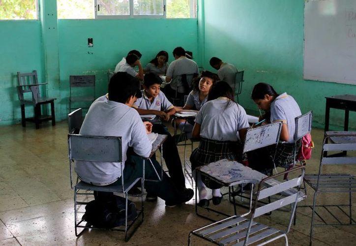 Algunos alumnos participan en programas de prevención y seguridad. (Milenio Novedades)