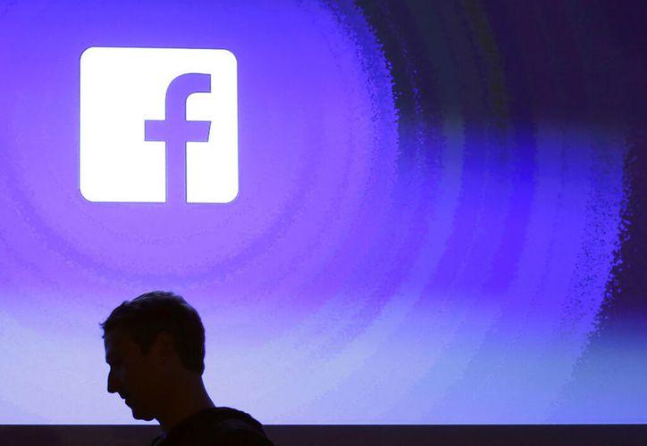 Facebook no planea convertirse en un proveedor de internet, sólo está tratando de agregar servicios digitales. (AP Photo/Marcio Jose Sanchez, Archivo)