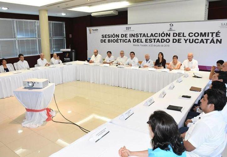 Integrantes del nuevo Comité de Bioética de Yucatán se reunieron ayer por primera vez. (Milenio Novedades)