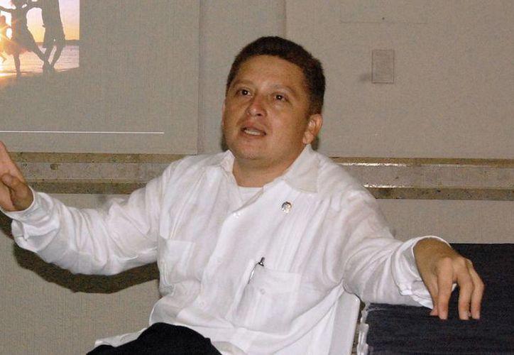 El padre Emir Pérez Cabrera, capellán del grupo Omega. (Milenio Novedades)