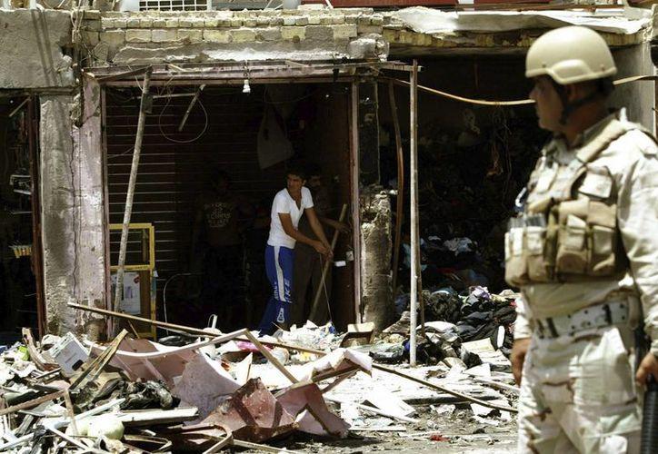 Un coche bomba explotó frente a un juzgado, dejando 1 muerto y 8 heridos. (EFE)