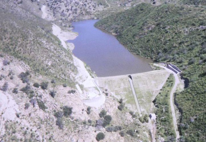 Esta es la presa ubicada en el rancho del gobernador de Sonora, Guillermo Padrés. (aristeguinoticias.com)