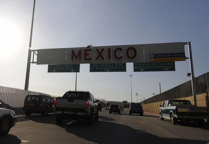Aspecto del ingreso a México por el Cruce fronterizo El Chaparra. Los extranjeros podrán pasar rápidamente con su FMM vía electrónica. (Archivo/Notimex)