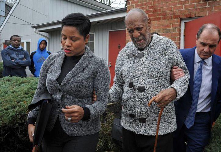 El actor y comediante Bill Cosby tras presentarse ante un tribunal de Pensilvania el pasado 30 de diciembre tras ser procesado por un presunto caso de agresión sexual a una mujer en 2004. (Archivo AP)